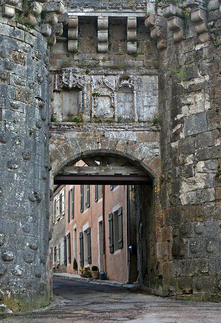 Vezelay - située dans la partie centre-nord de la France dans le département de Younne de Bourgogne.