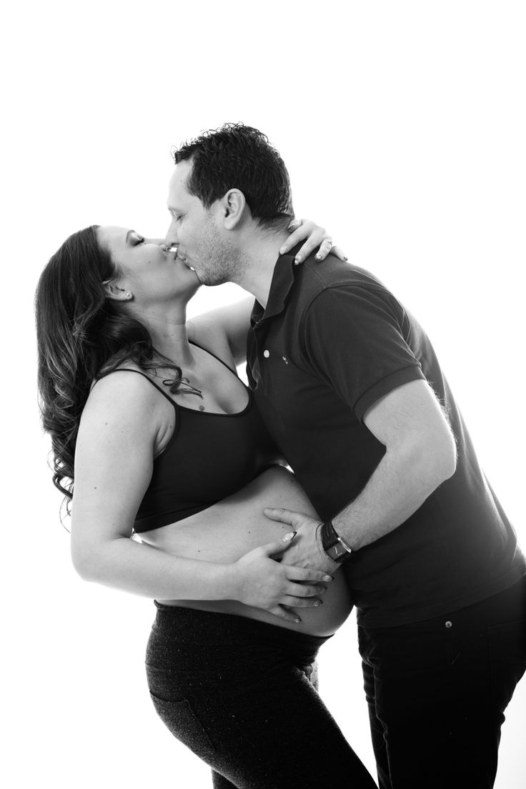 #picturesque #studio #photo #session #pregnancy #photoshoot #photosession #couple #pregnant #belly #maternity #bw #family #photography #professionalphotographer #photographer www.picturesque.ro
