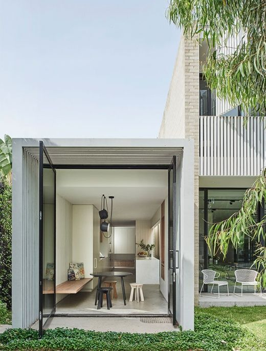Nestled in an unexpected spot on the site of a former tennis court, this bold, contemporary home captures the discerning aethestic of owners, fashion designerDanaBurrowsand architect Graham Burrows.