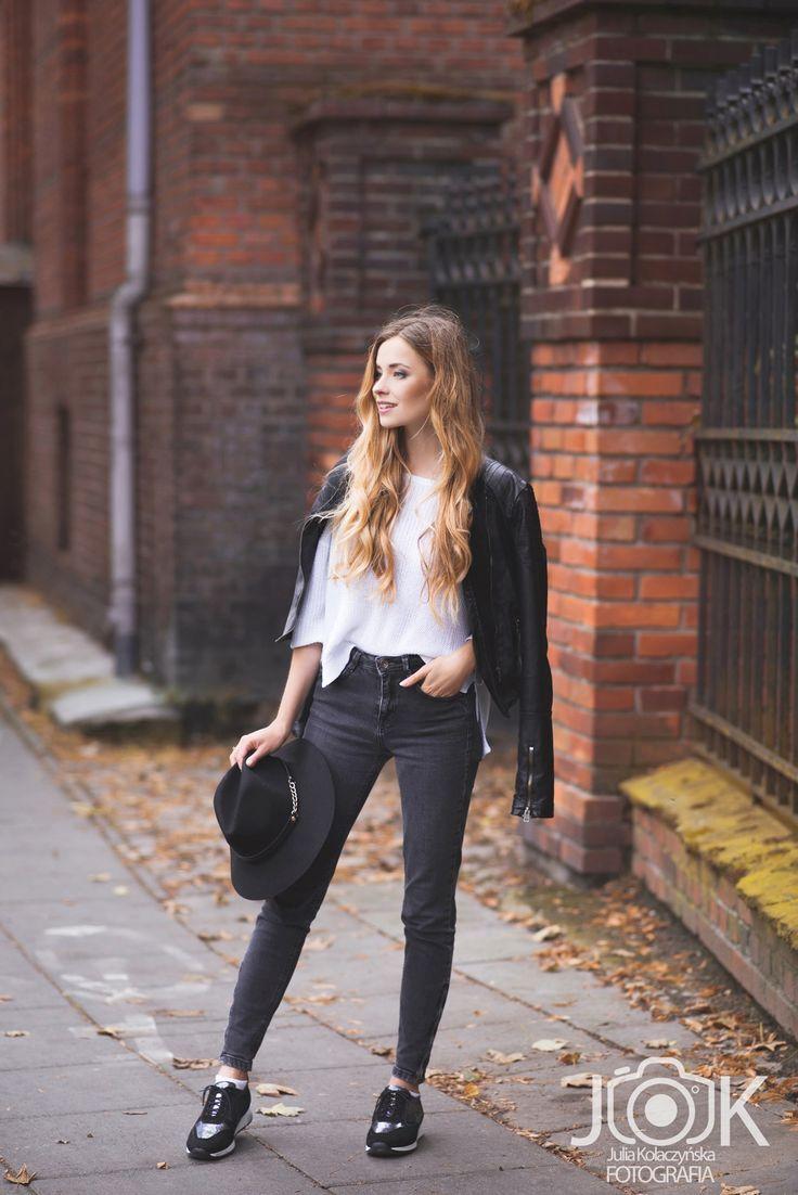 Our blogger Juliette wearing a hat with chain. #hat #autumn https://juliettecapuleti.com/ Szaleo.pl | Fashion & Accessories