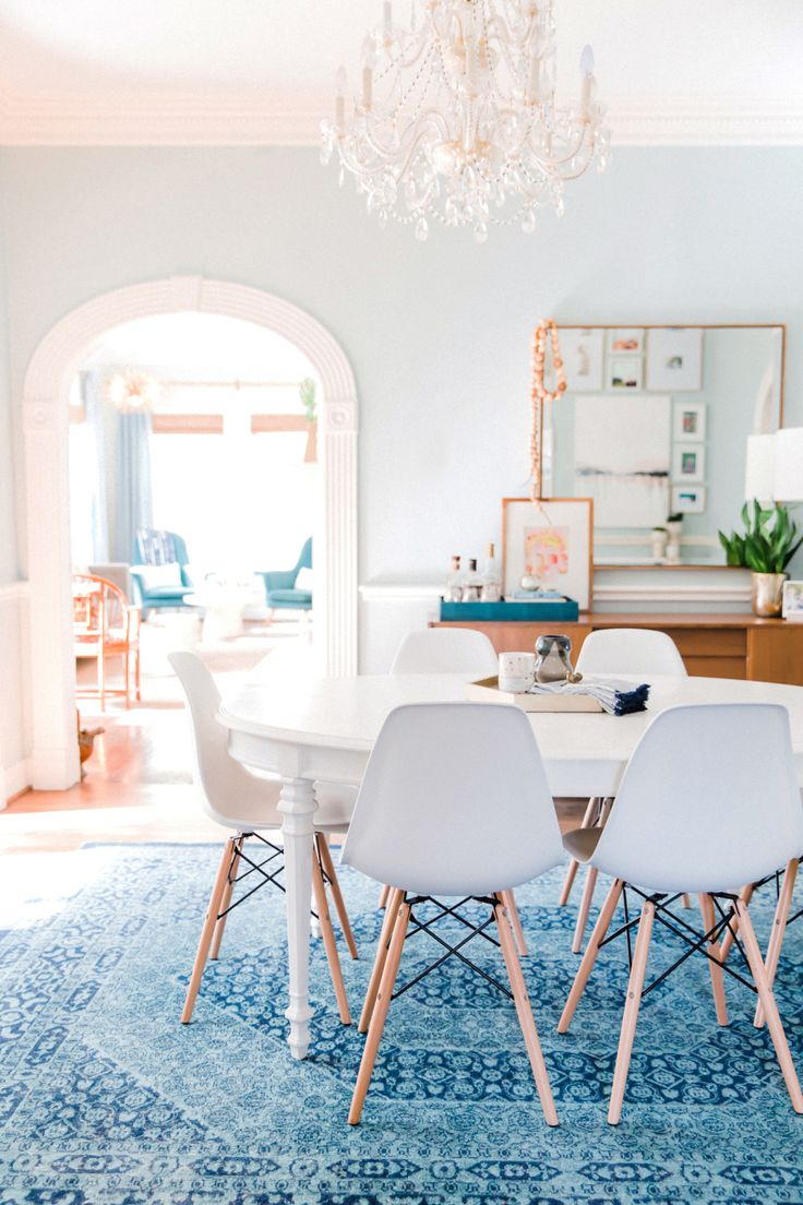 bright dining room in blue hues with mid-century styling | Photography: Laura Dominguez