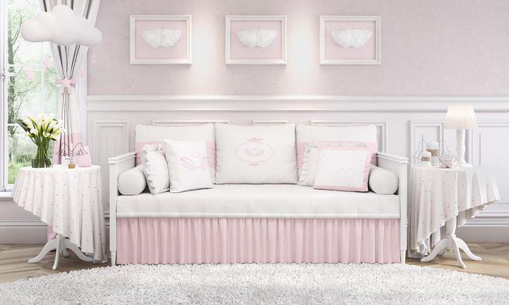 O Quarto de Bebê Anjo Rosa também traz conforto para a família! Com o kit cama babá rosa desse quartinho, o ambiente angelical ganha conforto e aconchego!