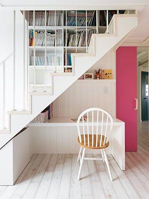 새하얀 공간에 독특한 구조 변경, 세심한 컬러 선택과 아이디어로 완성된 감각적인 아파트가 있다. 문구 브랜드 아프로캣 이지혜 실장의 완벽주의로 탄생된 이 집은 일상 속 디자인 라이프를 실현하기에 충분하다.