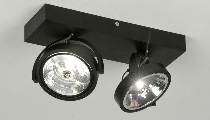 """Strak, stoer en zeer scherp geprijsd! Deze moderne plafondlamp is gemaakt van aluminium en uitgevoerd in een moderne, mat zwart kleur. Aan het rechthoekige armatuur hangen twee beugels. In elke beugel zit een spot. Deze grote halogeenspots zijn kantelbaar en draaibaar zodat u de lichtbundels geheel naar wens kunt richten. Geleverd met 2 halogeenlampen 35 Watt 12V QR111. De electronische ingebouwde halogeentrafo is dimbaar met elke z.g. """"Tronic"""" halogeendimmer. Direct aansluitbaar op het…"""