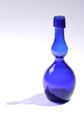 Glass bottles need not be consigned to the recycling bin. Turn your favorite beverage bottles into drinking glasses, votive holders and modern flower vases by cutting them.Glass cutting may seem like professional work, but most adults can cut bottles using a few household items. You'll reduce waste in your home, and have bragging rights when...
