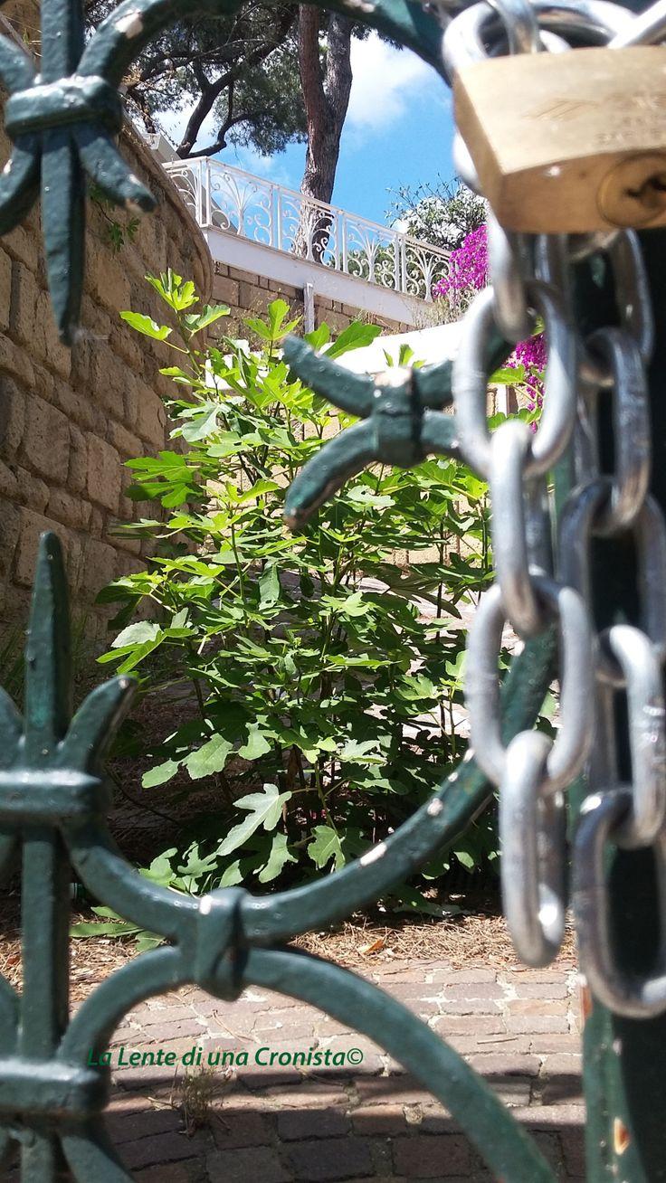 Roma, ingresso villa confiscata via Kenia 72