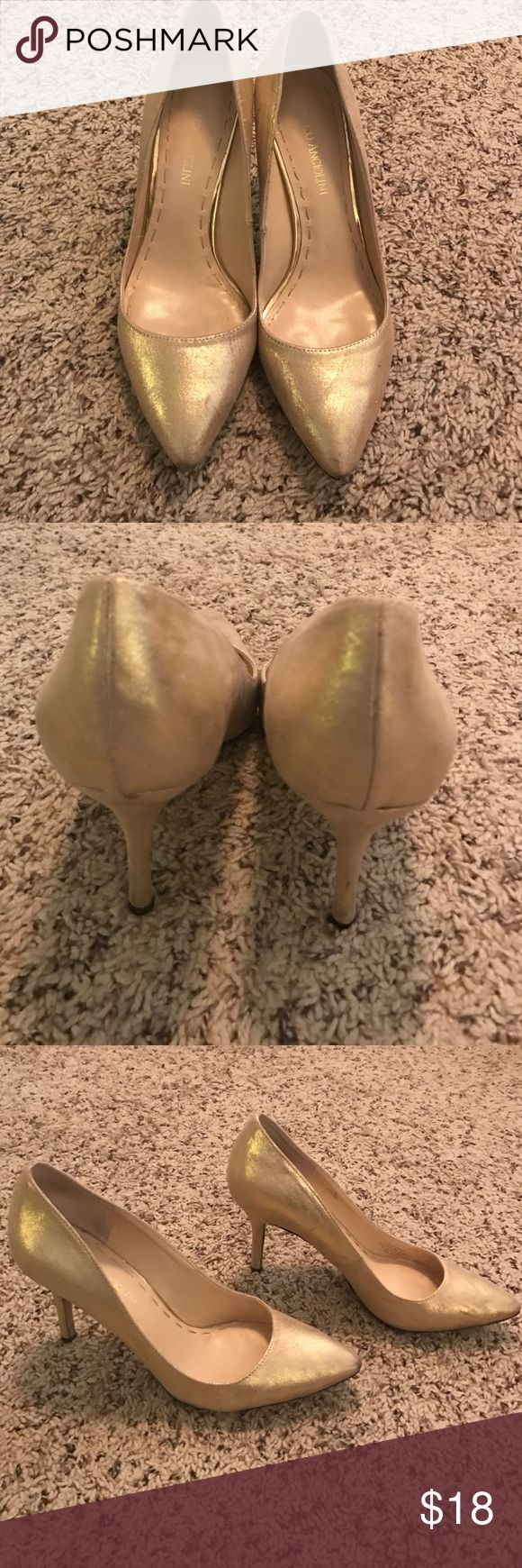 Gold pumps Soft gold metallic pumps Enzo Angiolini Shoes Heels