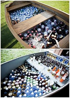 une barque en guise de bar à boissons