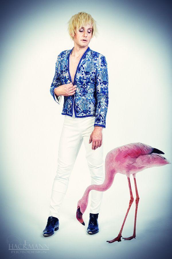 Mike Fashion Boy Köln Sydney Designer Pailettenjacke auf Anfrage Hose mit  hohem Bund und Corsagenstäben Lackschuhe