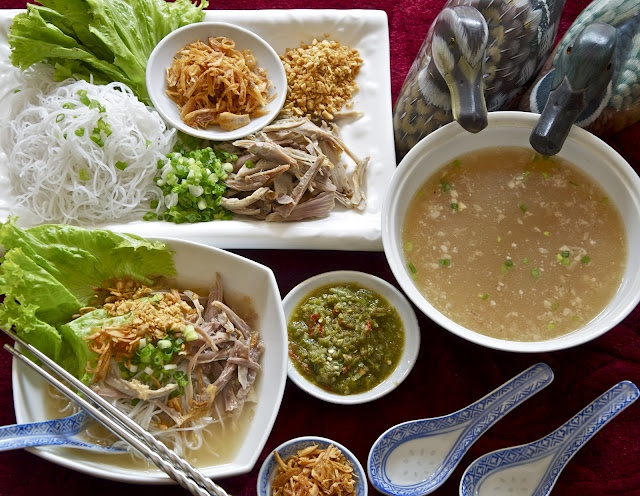 Duck vermicelli soup (bihun bebek / ak bihun), Indonesia / Singapore / Malaysia - rich with garlic soup base and savory with shredded duck meat, perfect with chili sauce, one of my favorite breakfast selections