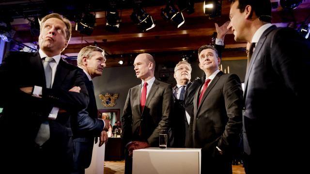 Lijsttrekkers (m) kruisen de degens in het eerste televisiedebat