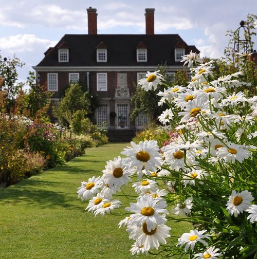 Borders at The Salutation, Sandwich, Kent, by John Ware. A Lutyens and Jekyll designed manor house and gardens