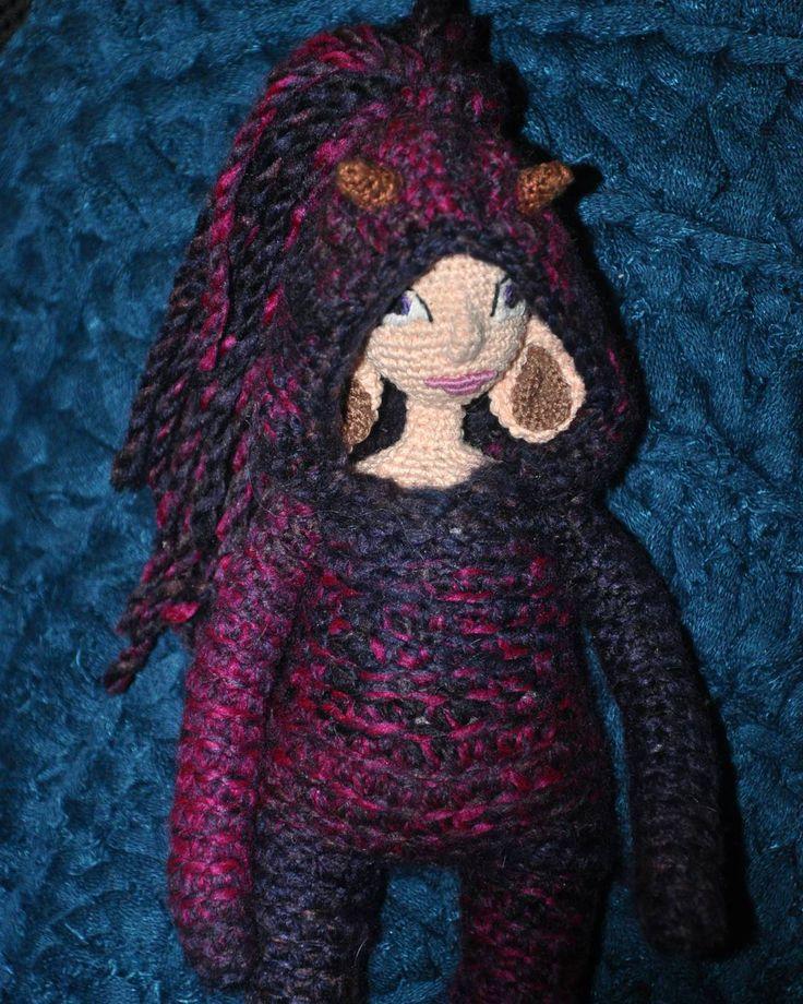 Я горд и устал, а она такая чертовка! Чиа, сокращенно от Чиабатта. Совсем не Дример, и далеко не ангел.... #хобби #хендмейд #рукоделие #ручнаяработа #вязание #вязаное #вязаниекрючком #вязаныеигрушки #вязаныекуклы #куколки #кукла #авторскаякукла #amigurumidoll #amigurumi #crochet #knitting #weamiguru #faurikdolls #амигуруми #toy_gallery #gurumigram #handmadedolls #artdolls #craft