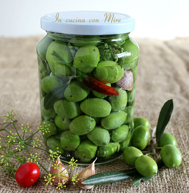 #gialloblogs #ricetta #foodporn #ricetetbloggerriunite #oliveinsalamoiaallacalabrese #olive Olive verdi in salamoia alla calabrese | In cucina con Mire