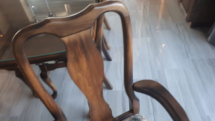 Une belle table merisier acajou décapé et brûlée