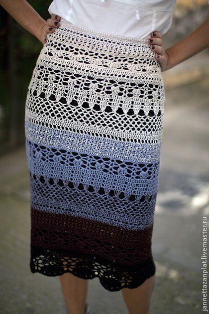 Фантазия на тему Dolce&Gabbana. Вязаная юбка крючком из шелка на подкладе. Застежка на молнии. Силуэт - юбка-карандаш. Цветовой переход от жемчужного через сиреневый и шоколадный к черному. Возможны другие цветовые решения.     К основной шелковой нити…