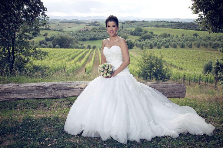 Et vakrere sted skal man lete lenge etter !  Vår vakre brud og landskapet i Toscana. Italienske bryllup arrangerer bryllup på vingårder.
