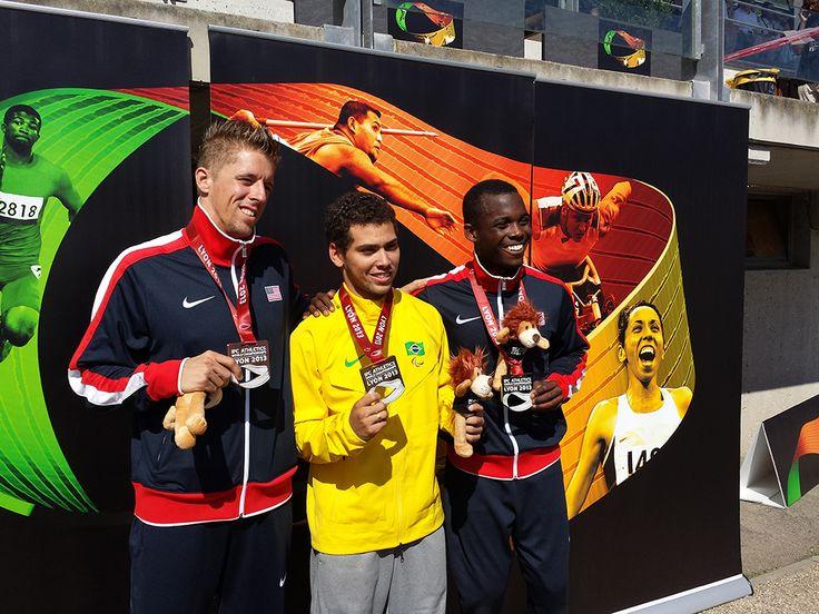 Championnats du monde d'athlétisme handisport. 19-28 juillet 2013. Podium du 400m homme T44. Alan Fonteles Oliveira (Brésil) au centre, David Prince (USA) à gauche, Blake Leeper (USA) à droite