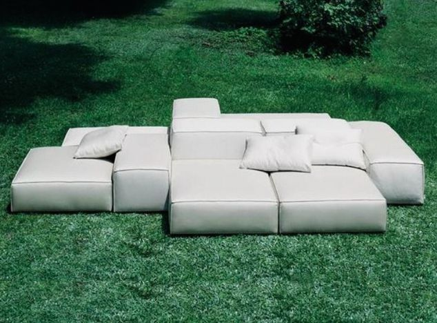 Lots of style in our Low Contemporary Sectional-It measures a mean 480 X 252 cm | White faux leather or black canvas