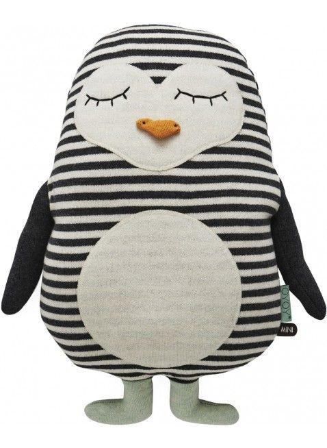 Mit diesem süßen Pinguin Kuschel-Kissen von OYOY aus 100% Baumwolle kann Dein Schatz so richtig gemütllich träumen und spielen. :-) Mehr Infos findet Ihr unter www.kleinefabriek.com
