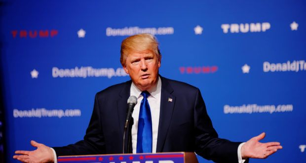 """Hillary Clinton mag zwar deutlich mehr Geld für ihren Wahlkampf aufwenden als Donald Trump, doch dieser hat einen """"Trumpf"""" in der Hand, den sie nicht hat."""