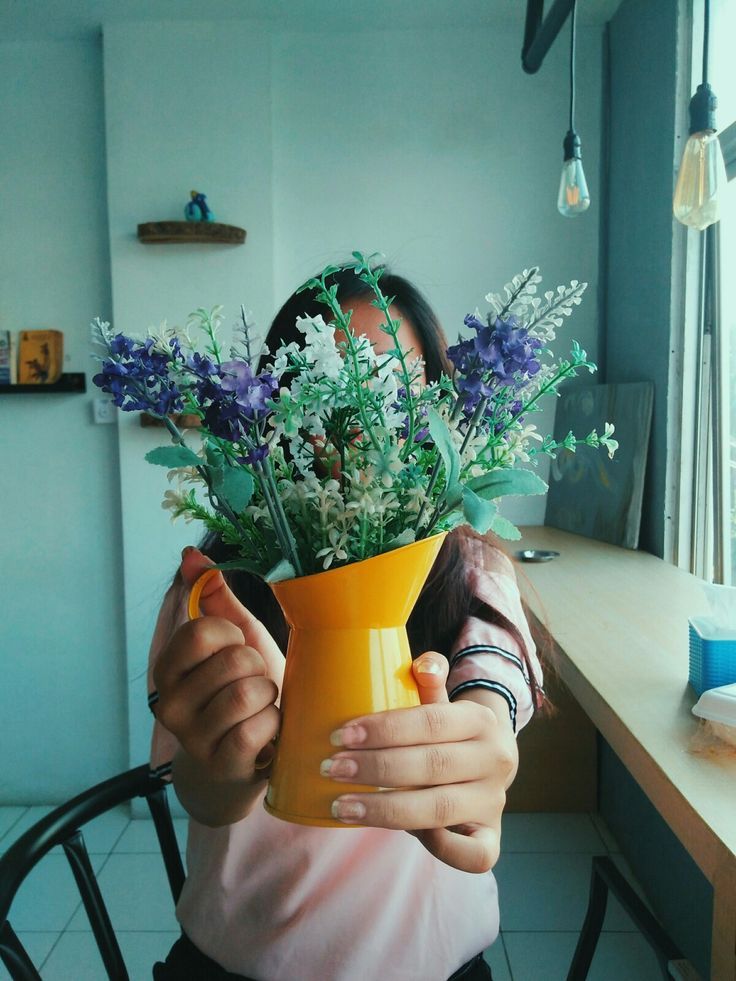 Aethetic. #tealandorange #flowers #girl #cafe #calm