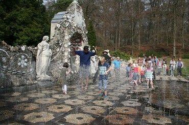 Landgoed Rosendael ligt in Rozendaal, vlakbij Arnhem. Het bestaat uit een imposant en historisch ingericht kasteel in een park met veel bezienswaardig