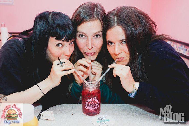 Rock N' Burger At Cheeburger Cheeburger In Les Cours Mont-Royal | MTL Blog