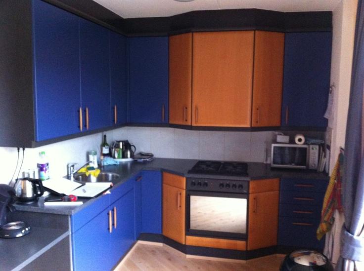 6A Nog een paar dagen, dan is deze bestaande keuken de gelukkige eigenaar van een fris en stralend nieuw front.