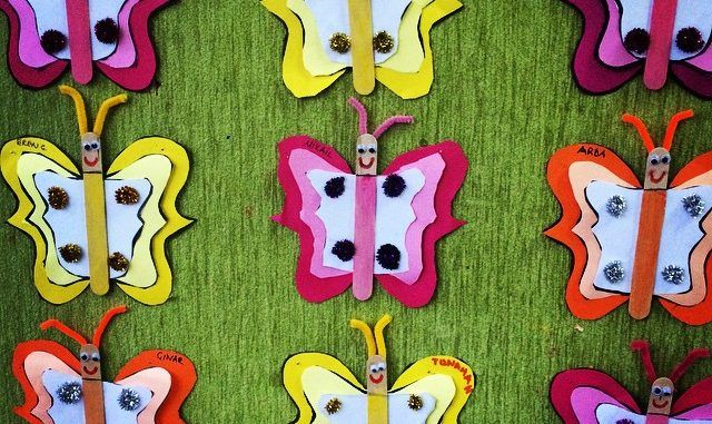 These butterfly craft idea projects are for preschool, kindergarten children. The crafts use materials found around the house, like egg cartons, cardboard, paper, boxes, string, crayons, paint, glue, etc.