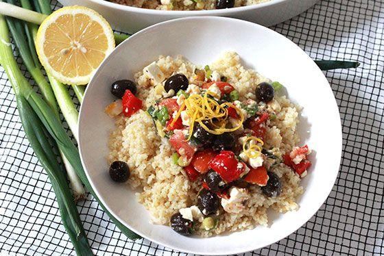 Bulgursallad med fetaost, tomat, oliver & grillade grönsaker