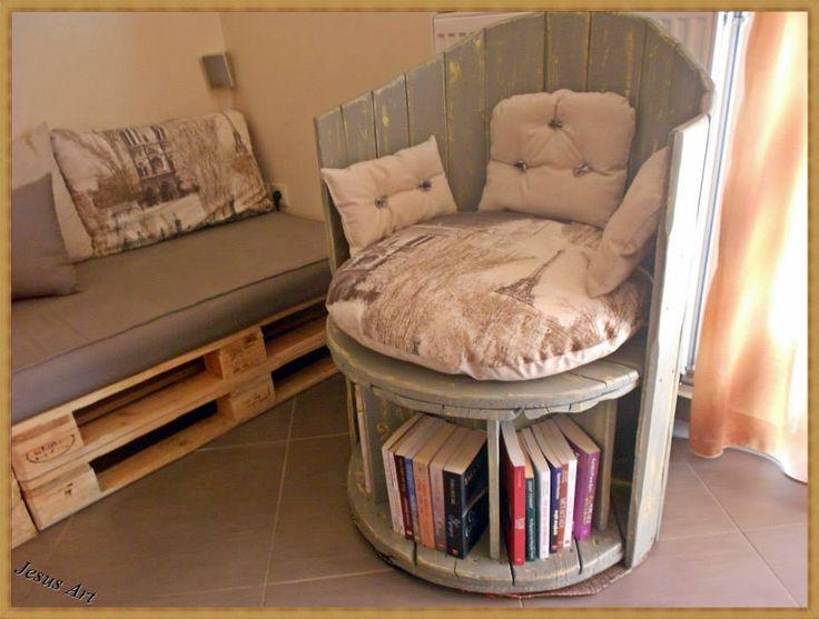 Construire un grand fauteuil est possible et beaucoup plus facile que cela puisse paraître à première vue, l'astuce consiste à utiliser à cet effet une bobine de câble en bois recyclé et un c…
