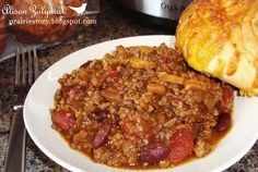 Crock pot chili: 2 lbs ground beef 1 large onion, chopped 1 can diced tomatoes (796 ml / 28 fl oz) 1 can red kidney beans (540 ml / 19 fl oz) 1 can Heinz Deep Browned Beans with Pork & Tomato Sauce (398 ml / 14 fl oz) 1 can sliced mushrooms (284 ml / 10 fl oz) 1/2 cup ketchup 3 tablespoons chili powder 1 tablespoon brown sugar 1 teaspoon salt 1 teaspoon garlic powder 1/2 teaspoon pepper