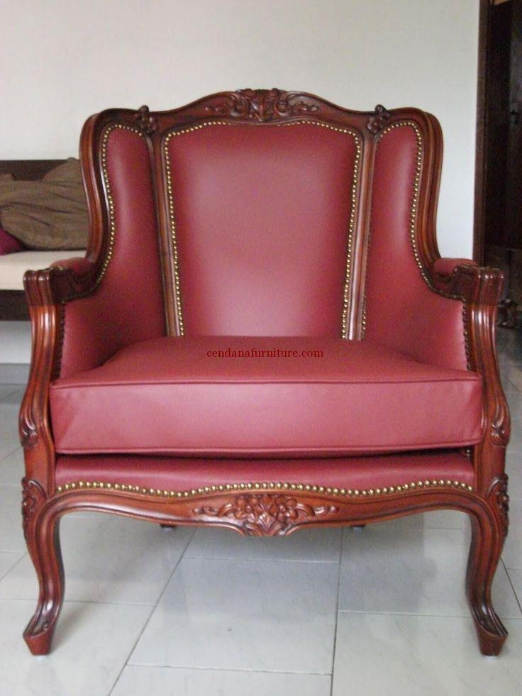 Kursi Single Jati Klasik terbuat dari material kayu jativyang kami sempurnakan dengan finishing coklat tua dengan busa dilapisi leather syntethic coklat.