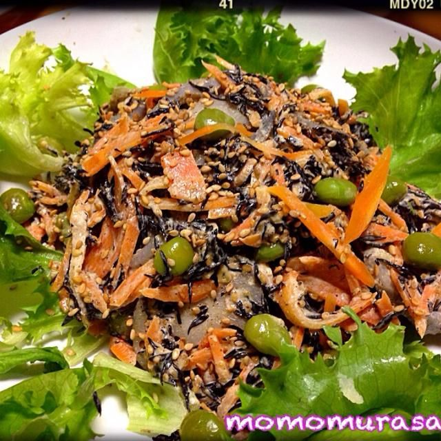 蓮根とひじきを胡麻味噌マヨネーズで 和えるサラダ  簡単に出来て美味しくひじきが食べれる  おかなちゃんの人気レシピ^_−☆  ひじき カルシウム 植物繊維 鉄部 がたっぷり含まれて、栄養価抜群なのに低カロリー(≧∇≦)  毎日取りたい食材ですね! - 152件のもぐもぐ - おかなちゃんのひじきとれんこんの胡麻みそマヨサラダ(๑◕ฺ‿ฺ◕ฺ๑) by momomurasaki