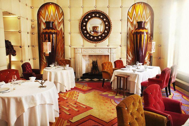 Sketch : London, Greater London 1つの店舗に複数のルームがあり、ルームによってレストラン、バー、cafと営業時間が異なる。 http://sketch.london