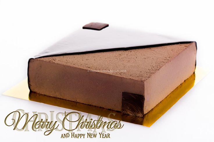 Под елочку хочу сделать Вам подарок, достать из закромов и поделиться рецептом торта «Royal» от знаменитого Frédéric Cassel. Торт действительно королевский…