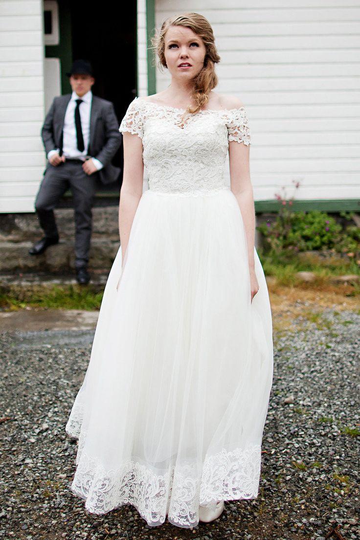 Lisa robertson in wedding dress - Norwegian 50s Inspired Wedding From Mona Lisa T