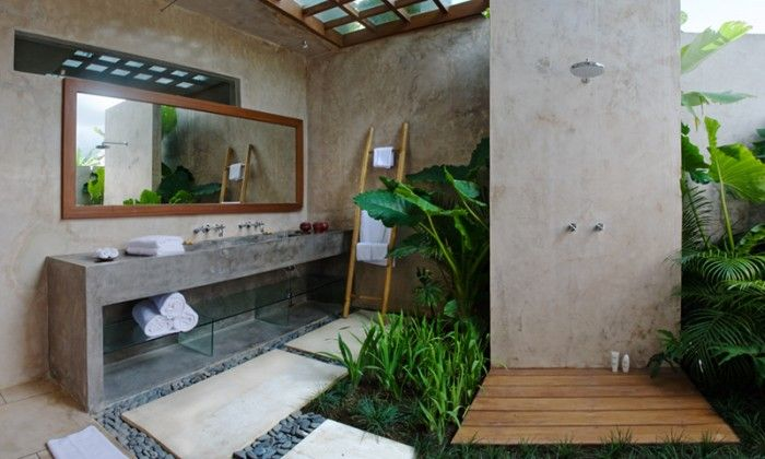 outdoor bath- kinda cool. :)