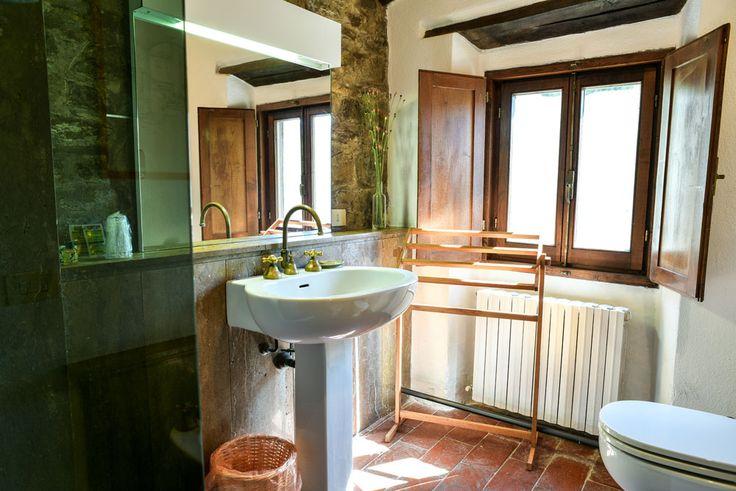 Travertine bathroom - Room M at Fagiolari