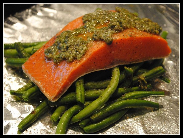 foil baked salmon with green beans and pesto--the green beans didn't ...