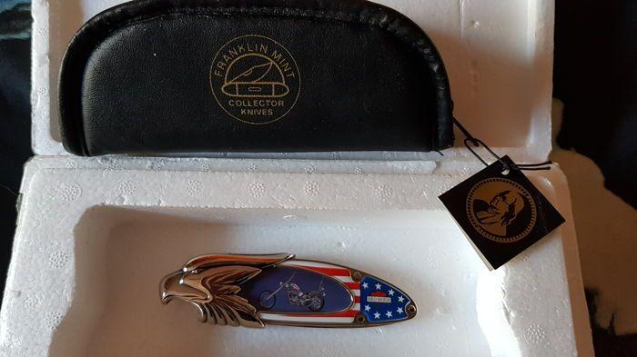 Franklin mint harley davidson  Dit Is de eerste In een reeks van Franklin Mint Harley Davidson Silver Eagle hoofd messen afgegeven. De ultieme Chopper Was een aangepaste Harley-Davidson uit de film Easy Rider.  EUR 1.00  Meer informatie
