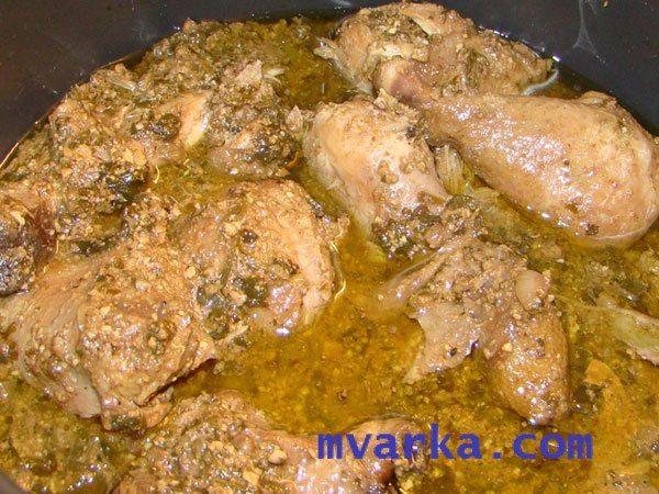 САЦИВИ ИЗ КУРИЦЫ В МУЛЬТИВАРКЕ!  Очень вкусное и полезное, особенно для мужчин, блюдо грузинской кухни!  Прекрасный вариант, если ждете гостей!  ИНГРЕДИЕНТЫ:  1000г. - Цыплёнок бройлерный или куриные грудки 1 ст. л. - Масло растительное 7-8шт. - Лук репчатый 2ч. - Орехи грецкие (очищенные) 1 пучок - Зелень кинзы 1ч.л. - Зёрна кинзы 1 головка - Чеснока 3-4ст.л. - Зёрна граната Шафран - по вкусу Гвоздика - по вкусу Хмели-сунели - по вкусу Соль - по вкусу Перец - по вкусу  ПРИГОТОВЛЕНИЕ:  1…