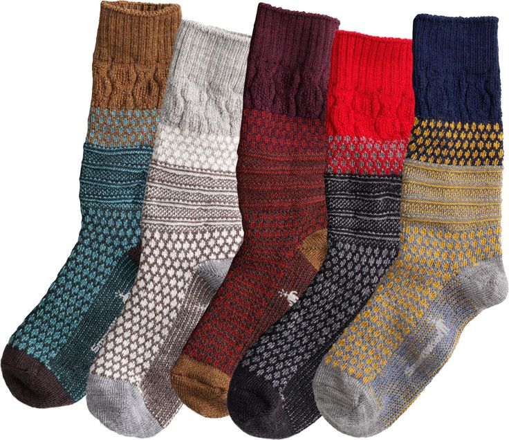 SmartWool Popcorn Cable Socks look cozily classic, but their performance is totally high-tech. Their Wool-on-Wool technology absorbs shock with every step.