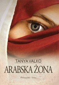 Wstrząsająca historia młodej kobiety, która poślubiła muzułmanina. Dorota, uczennica szkoły średniej, poznaje Ahmeda, w którym zakochuje się bez pamięci. Jej najbliższe otoczenie nie kryje swojego negatywnego nastawienia do tego związku, mimo to młodzi spotykają się dalej. Kiedy dziewczyna zachodzi w ciążę, Ahmed ją poślubia. Po pewnym czasie wyjeżdżają do jego rodziny. Tam ukochany,...