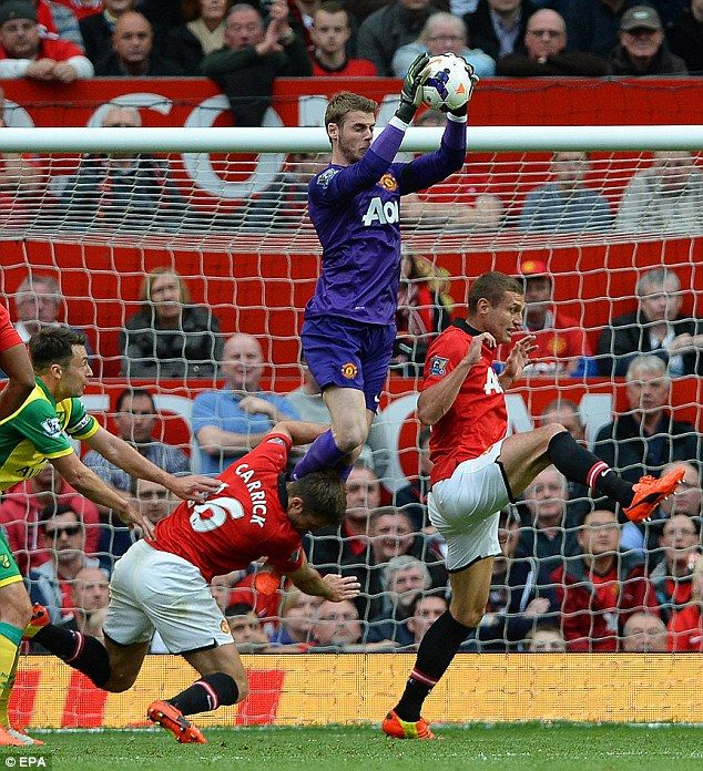 David de Gea claims a cross at home to Norwich.