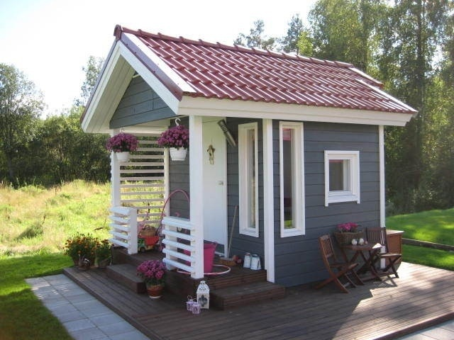 Cute playhouse for the tots.