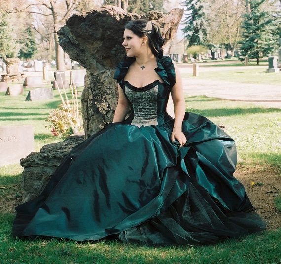 Dance all night gown corset and skirt by thesecretboutique on Etsy, $410.00  #lifeinstyle #greenwithenvy