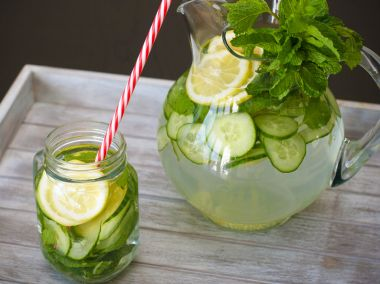 Amazing Benefits Of Cucumber Water (+5 Refreshing Recipes)