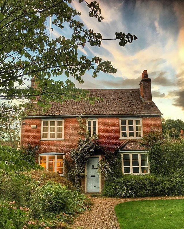8 Classic English Cottage House Design Ideas Vintagetopia Cottage House Designs Cottage Exterior Beautiful Homes